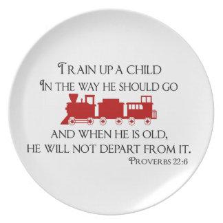 Tren encima de un niño de la manera él debe ir plato