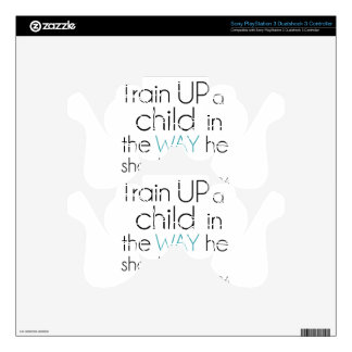 Tren encima de un niño… mando PS3 calcomanía