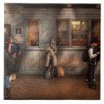 Tren - estación - esperar el tren siguiente tejas