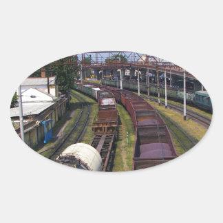 Tren increíblemente largo del cargo colcomanias de óval