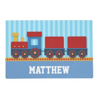 Tren lindo y colorido con el cargo para los salvamanteles