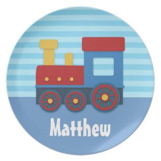 Tren lindo y colorido para los muchachos plato de comida