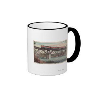 Tren- Tippecanoe/río de Tippecanoe que cruza Taza A Dos Colores