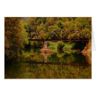 Tren Tressel sobre el río del remache Felicitaciones