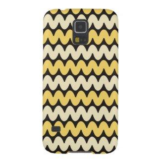 Trendy Wavy Stripes - Yellow On Black