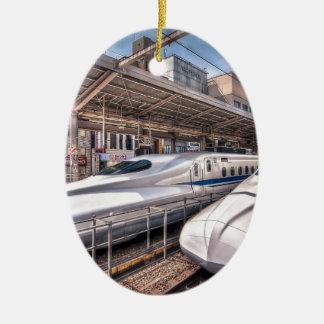 Trenes de bala japoneses en la estación de Tokio Adorno Navideño Ovalado De Cerámica