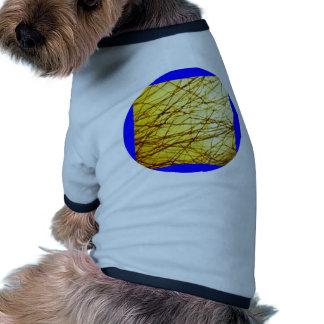 Trenzas de oro camiseta con mangas para perro
