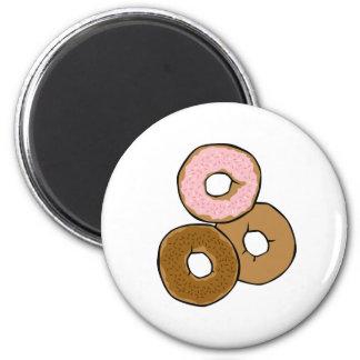 Tres anillos de espuma deliciosos imán redondo 5 cm