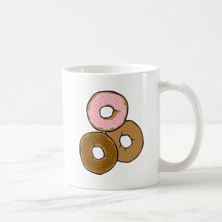 Tres anillos de espuma deliciosos tazas de café