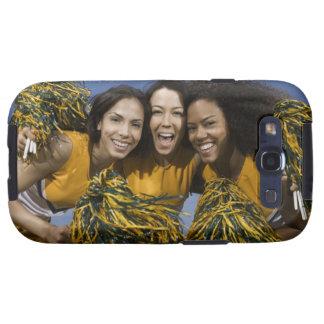 Tres animadoras femeninas que sostienen pompoms galaxy s3 fundas