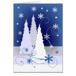 Tres árboles de navidad en azul felicitación