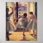 Tres bailarines en un cuarto de la práctica de Edg Poster