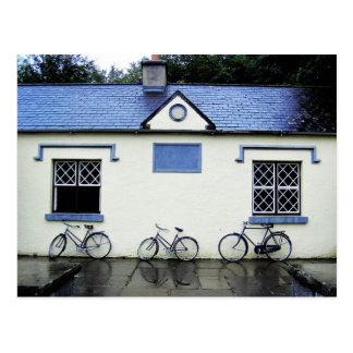 Tres bicicletas en el condado Clare, Irlanda Postales