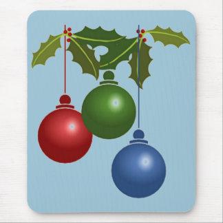 Tres bolas colgantes del navidad alfombrilla de ratón