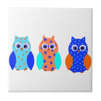 Tres búhos en productos múltiples azulejo cerámica