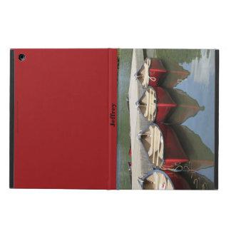 Tres canoas rojas en el lago, caja en folio