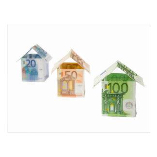Tres casas hechas de los billetes euro tarjeta postal