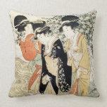 Tres chicas que se baten en un río, de la 'moda almohadas