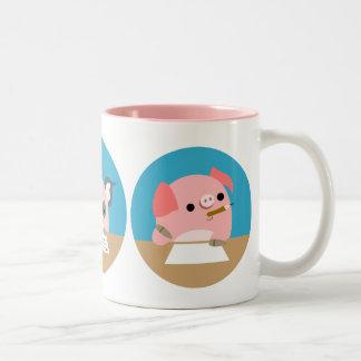 Tres cochinillos lindos del dibujo animado en la t taza