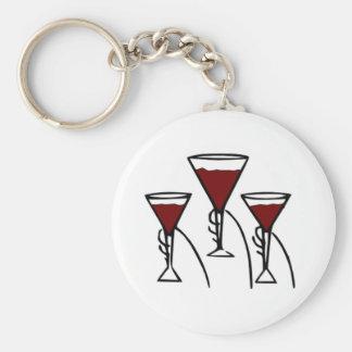 Tres copas de vino en dibujo animado de las manos llavero redondo tipo pin