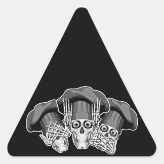 Tres cráneos sabios del cocinero pegatina triangular