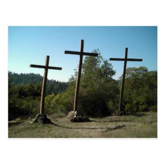 Tres cruces de madera postal