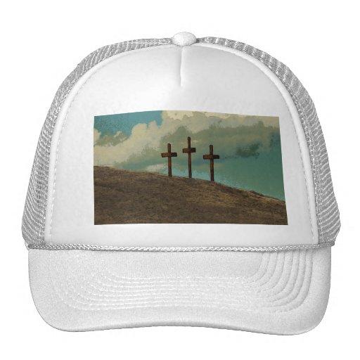 Tres cruces en una colina gorras