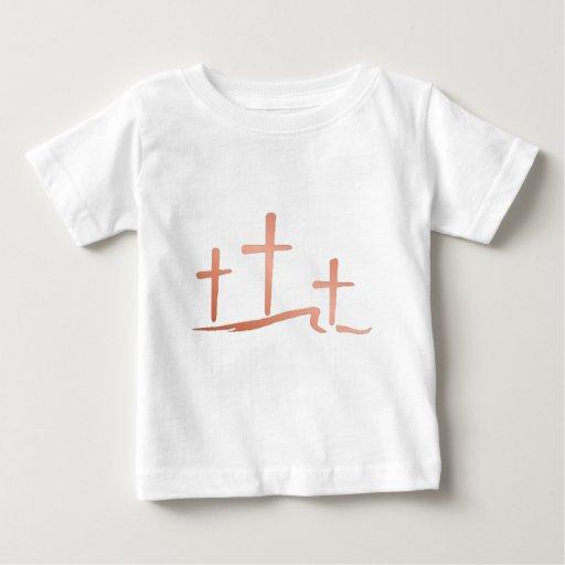Tres cruces playera de bebé