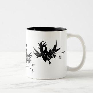 Tres cuervos negros divertidos taza de dos tonos