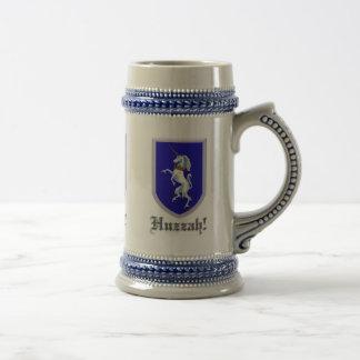 Tres escudos Huzzah de los unicornios Jarra De Cerveza