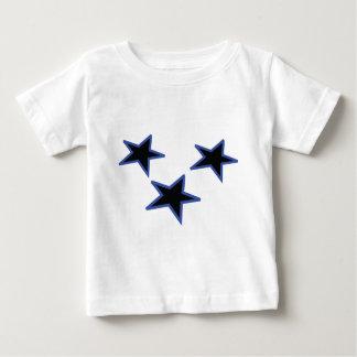 tres estrellas horizontales negras playera