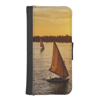 Tres falukas con los turistas en el río Nilo en Billetera Para iPhone 5