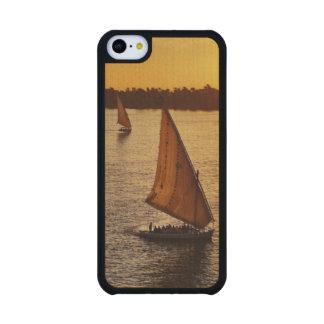 Tres falukas con los turistas en el río Nilo en Funda De iPhone 5C Slim Arce