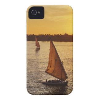Tres falukas con los turistas en el río Nilo en Carcasa Para iPhone 4
