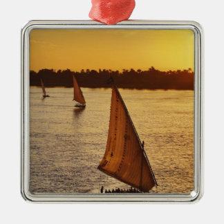 Tres falukas con los turistas en el río Nilo en Adornos De Navidad