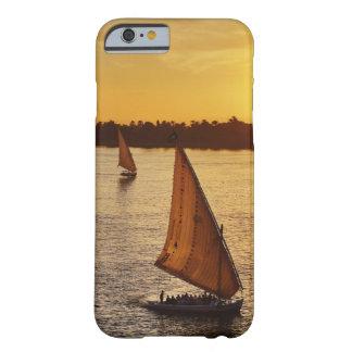 Tres falukas con los turistas en el río Nilo en Funda De iPhone 6 Barely There