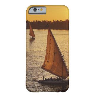 Tres falukas con los turistas en el río Nilo en Funda Barely There iPhone 6