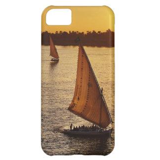 Tres falukas con los turistas en el río Nilo en Funda iPhone 5C