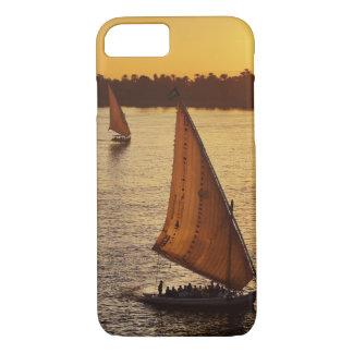 Tres falukas con los turistas en el río Nilo en Funda iPhone 7