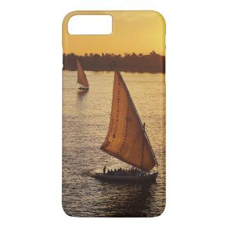 Tres falukas con los turistas en el río Nilo en Funda iPhone 7 Plus