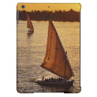 Tres falukas con los turistas en el río Nilo en Funda Para iPad Air