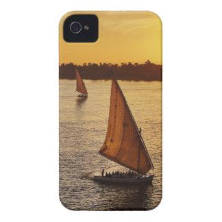 Tres falukas con los turistas en el río Nilo en Funda Para iPhone 4 De Case-Mate