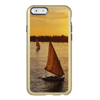 Tres falukas con los turistas en el río Nilo en Funda Para iPhone 6 Plus Incipio Feather Shine