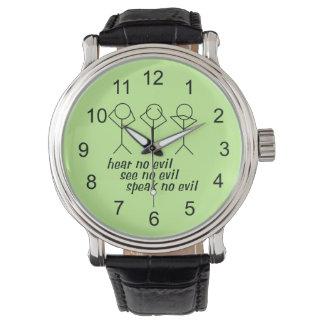 Tres figuras sabias del palillo - fondo verde reloj de mano