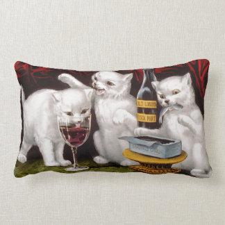 Tres gatitos alegres cojín