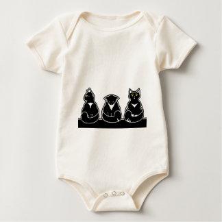 Tres gatitos no tan amistosos body para bebé