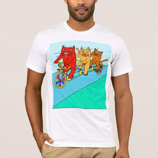 Tres gatos en la camiseta de las bicis