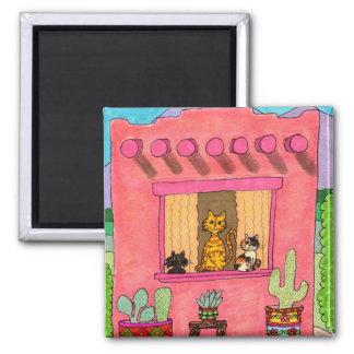 Tres gatos en una casa de Adobe rosada Imán Cuadrado