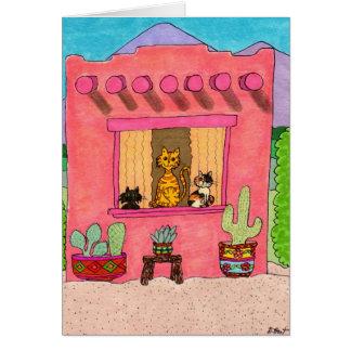 Tres gatos en una casa de Adobe rosada Tarjetas