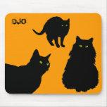 Tres gatos negros y naranjas tapete de raton